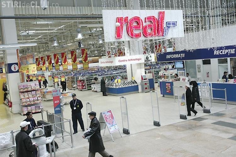 """Hipermarketul Real Cluj, amendat cu 30.000 de lei pentru """"disparitia"""" peste noapte a produselor expirate EXCLUSIV"""
