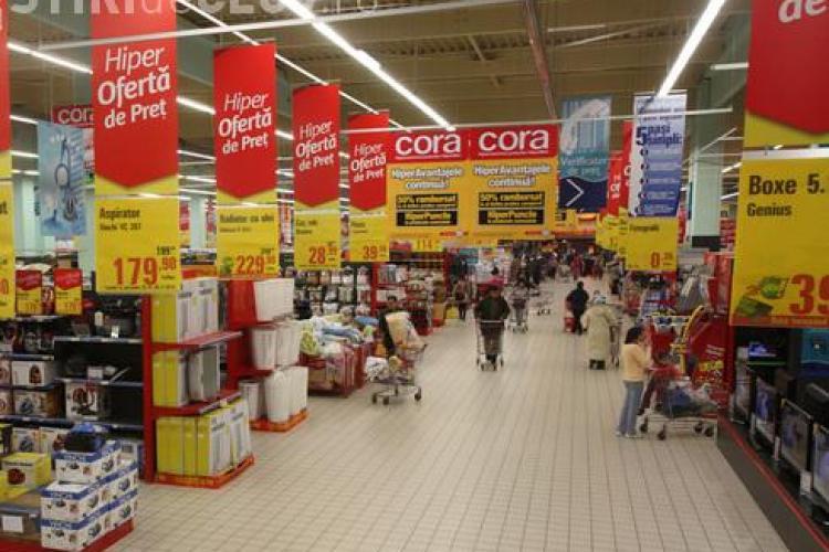 """Hipermarketul Cora, amendat cu 30.000 de lei pentru """"evaporarea"""" produselor expirate"""