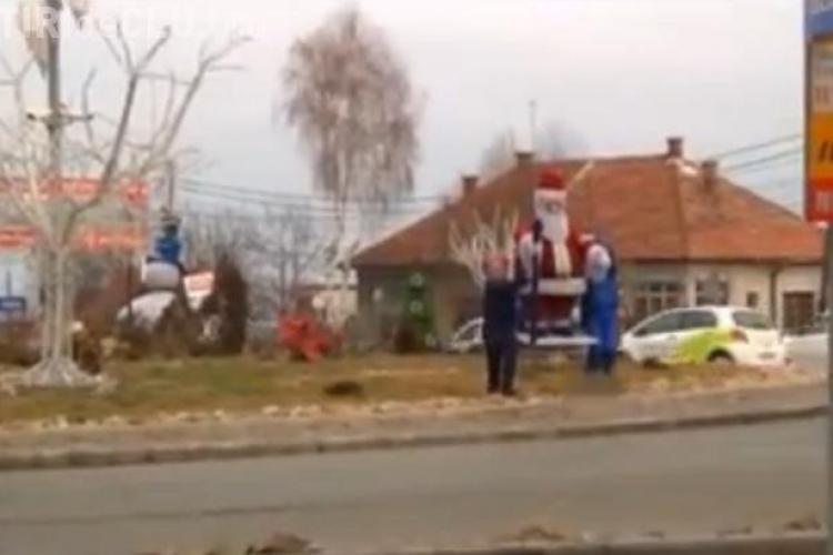 Rapirea lui Mos Craciun din sensul giratoriu de pe Calea Turzii, farsa de final de an! Cei care l-au furat s-au filmat VIDEO