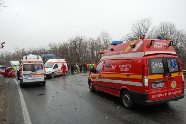 Accident la Paniceni. Un minor a fost grav ranit dupa ce masina in care era a iesit in decor