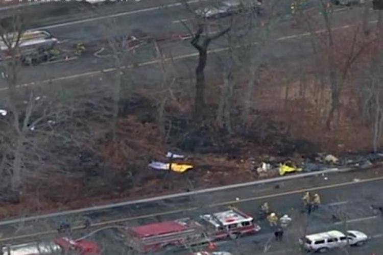 Avion prabusit pe o autostrada din statul New Jersey! Au murit cinci oameni - VIDEO