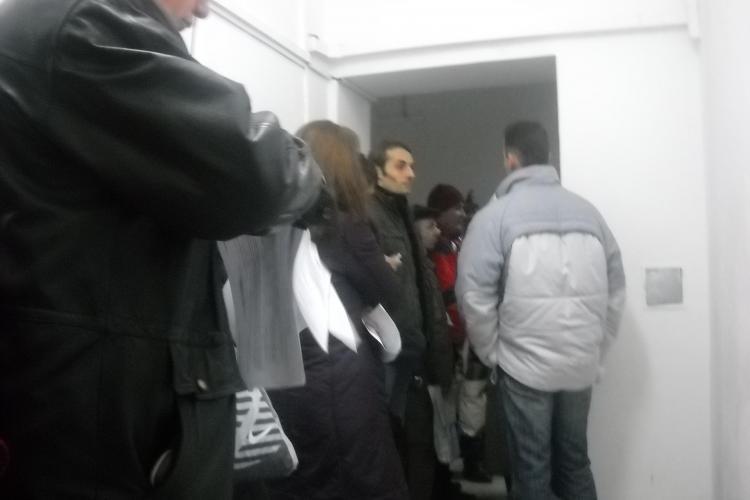 Contribuabilii tinuti la cozi interminabile la Casa de Asigurari de Sanatate Cluj