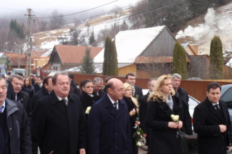 Basescu, Udrea, Blaga si Anastase pleaca de la Cluj cu un avion inchiriat de la TAROM
