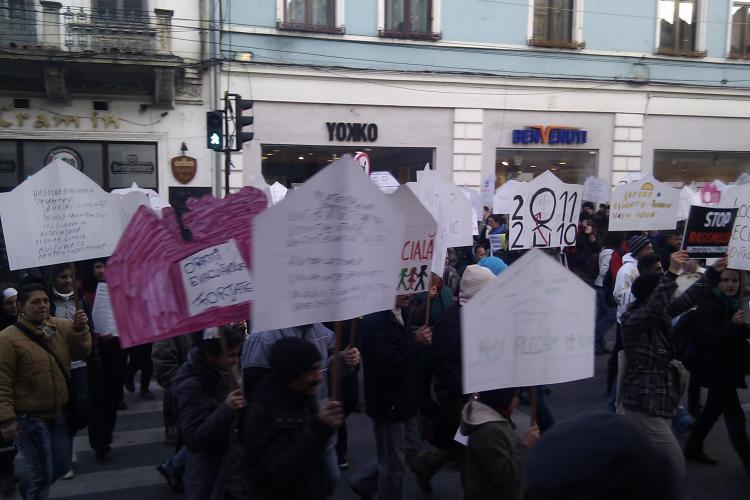 Tiganii mutati de pe Coastei la Pata Rat au protestat in centrul Clujului VIDEO si FOTO