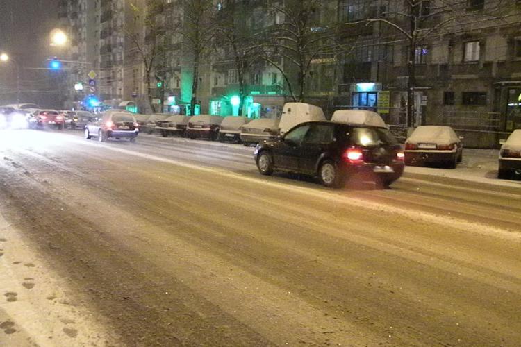 A nins la Cluj! Drumurile au fost acoperite de 2 centimetri de zapada