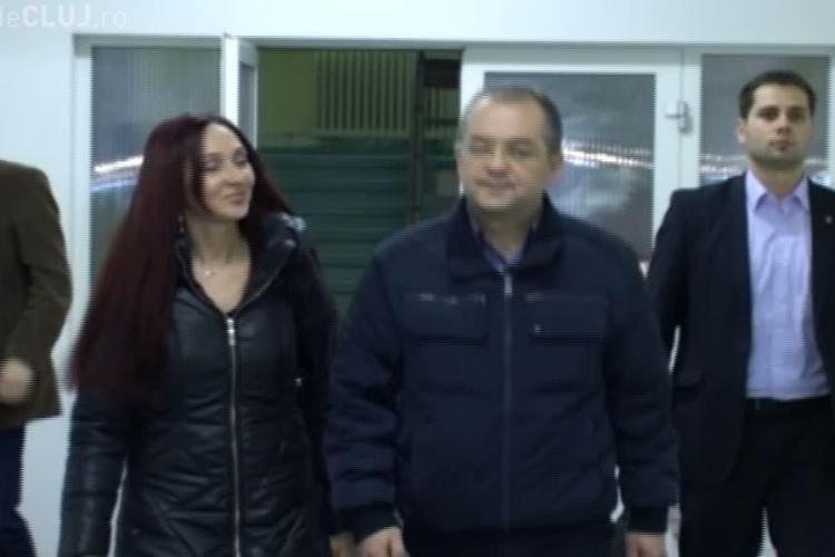Premierul Emil Boc si-a vizitat tatal de 87 de ani la Spitalul de Recuperare VIDEO