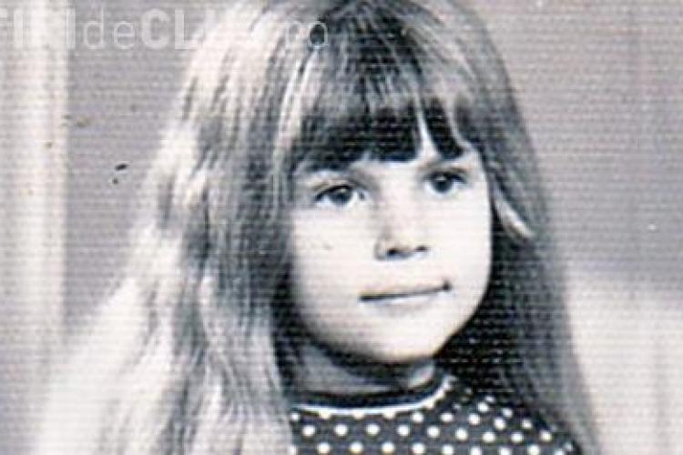 Cum arata Elena Udrea in copilarie! Cea mai renumita femeie din politica a implinit 38 de ani FOTO