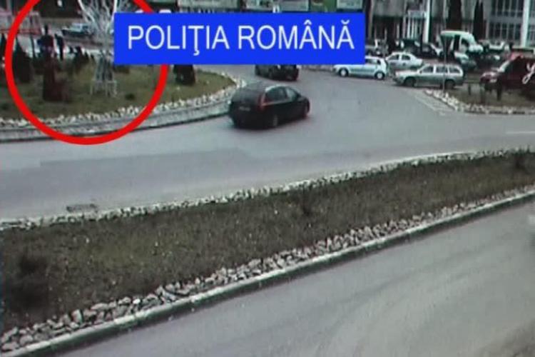 Mos Craciun, furat din sensul giratoriu de pe Calea Turzii! VIDEO CAMERA DE SUPRAVEGHERE