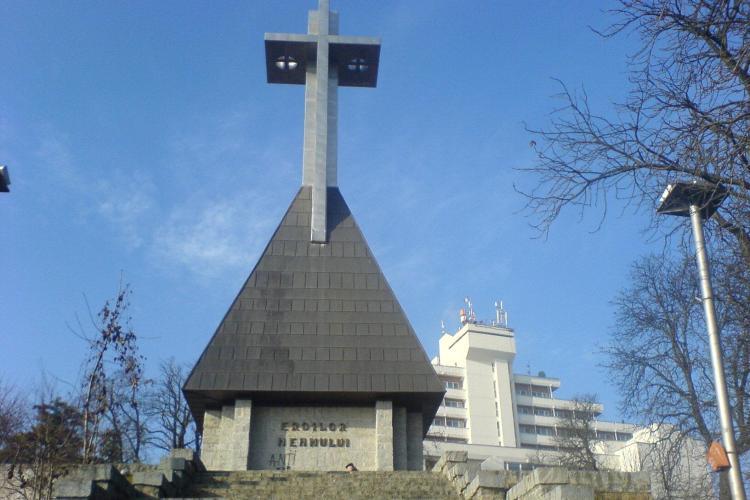 Crucea de pe Cetatuie, vandalizata de hoti