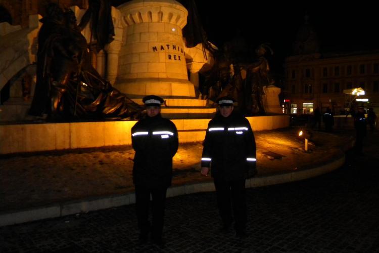 Politia locala pazeste statuia lui Matei Corvin FOTO