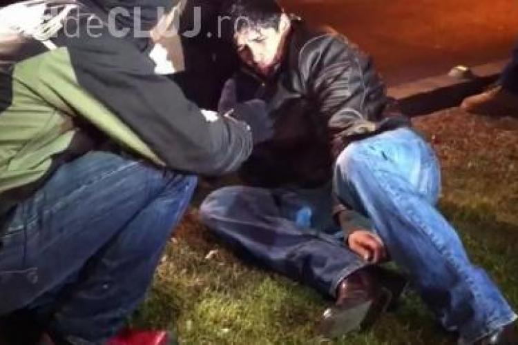 Tanar batut de jandarmi pana i-au rupt piciorul in doua VIDEO SOCANT