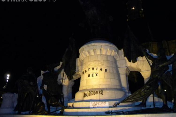 Primarul Moisin face pangere penala impotriva suporterilor care au vandalizat statuia lui Matei Corvin