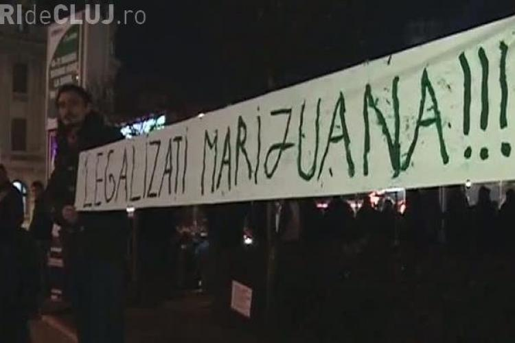 Un banner a starnit furia protestatarilor din Piata Universitatii