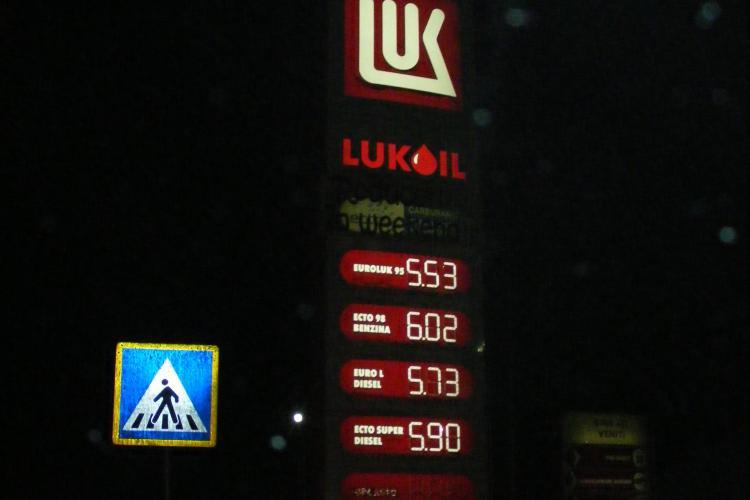 LuKoil face la Cluj reduceri de weekend de tot rasul: Motorina este mai ieftina cu cinci bani FOTO