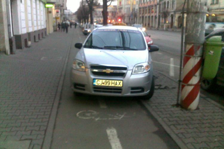 Taximetrist care parcheaza cu nesimtire unde il taie capul in Cluj-Napoca FOTO