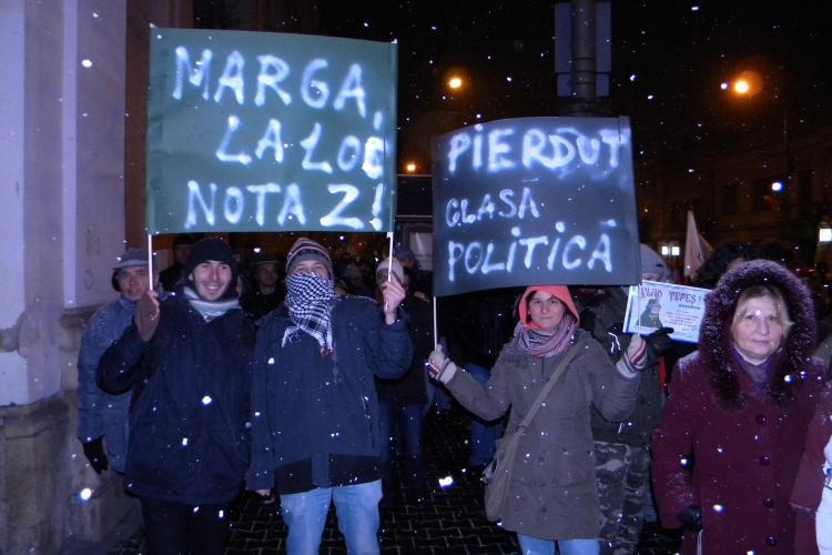 """Studentii de la UBB Cluj la proteste: """"Marga, la loc. Nota 2!"""" FOTO"""