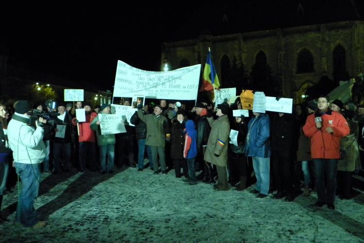Proteste firave in Piata Unirii! Numai 100 de clujeni protesteaza impotriva lui Basescu VIDEO si FOTO