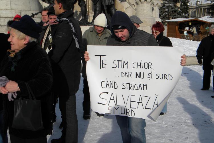 Protestul anti Basescu de la ora 12.00, din Piata Unirii, a adunat multi membri PSD si PNL Cluj VIDEO si FOTO