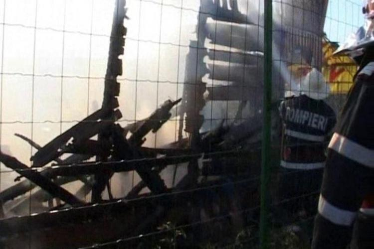 Incendiu la biserica din Vad dupa ce s-a aprins o grinda de la acoperis VIDEO