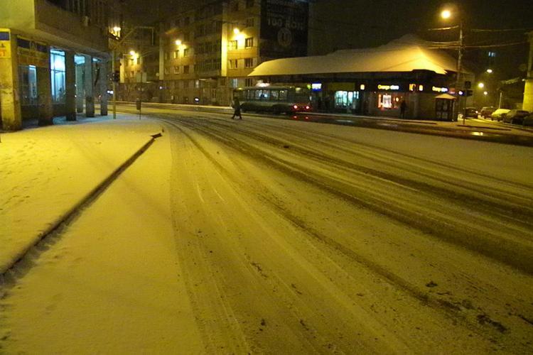 Ninge puternic la Cluj-Napoca! Se anunta o noapte grea FOTO