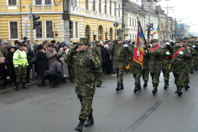 Unirea Principatelor, sarbatorita la Cluj! Putini oameni au aplaudat defilarea armatei VIDEO si FOTO