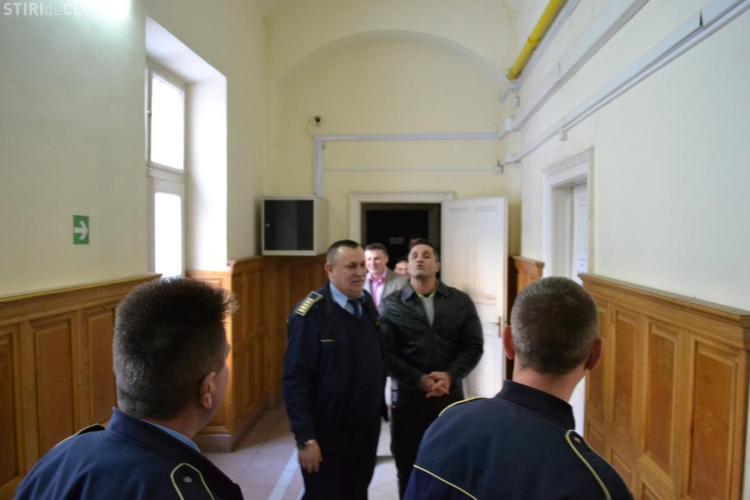"""Gore la Tribunalul Cluj: """"Numai Iisus ma poate judeca"""" FOTO"""
