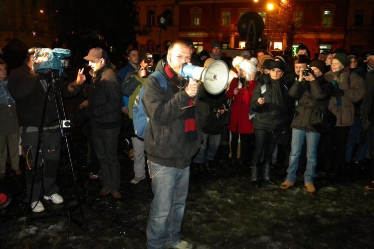 Mihnea Blidariu, membrul trupei Luna Amara, la protestele din Piata Unirii: Nu mai vrem economisti la Cultura VIDEO