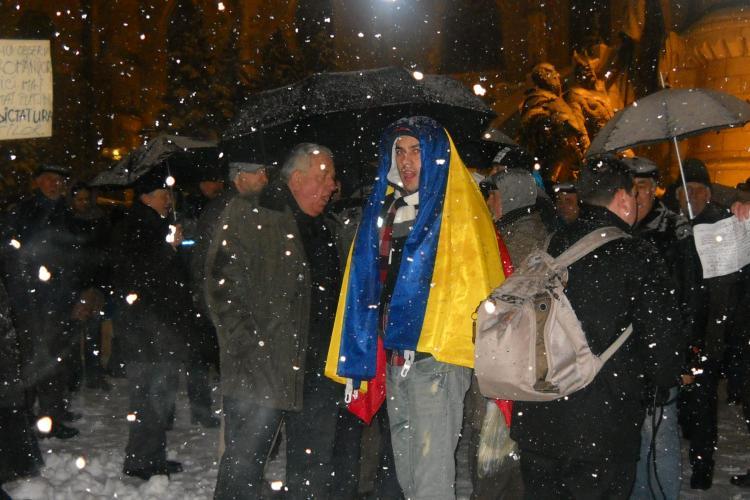 Protestatarii au inceput sa vina in Piata Unirii: Chiar daca e zapada, iesim in strada FOTO si VIDEO