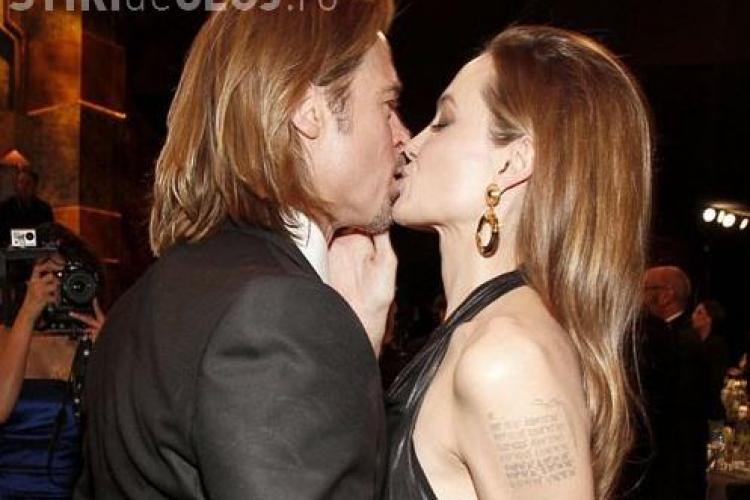 Brad Pitt si Angelina Jolie, sarut pasional pe covorul rosu - FOTO