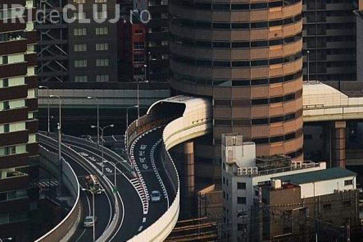Japonezii surprind lumea! Au construit o sosea suspendata care trece printr-o cladire FOTO