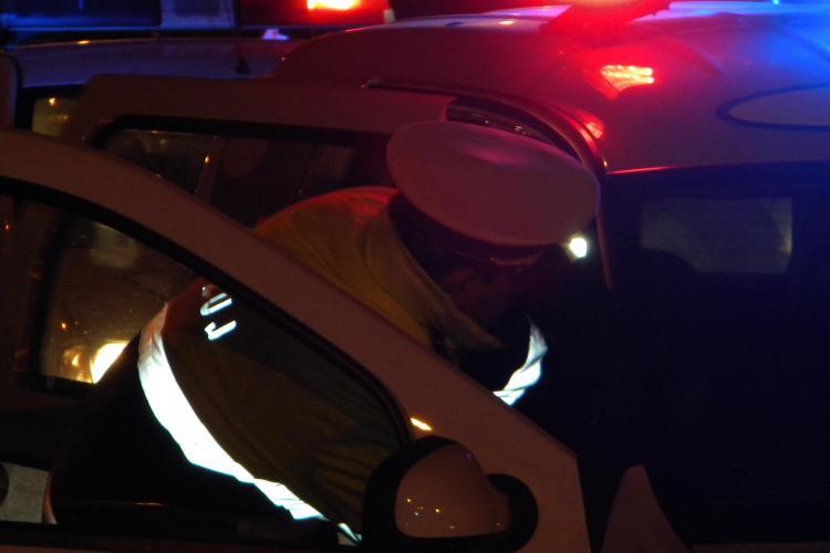 Accident intre Martinesti si Tureni! O masina a intrat intr-un copac, dupa ce a derapat pe drumul acoperit cu zapada