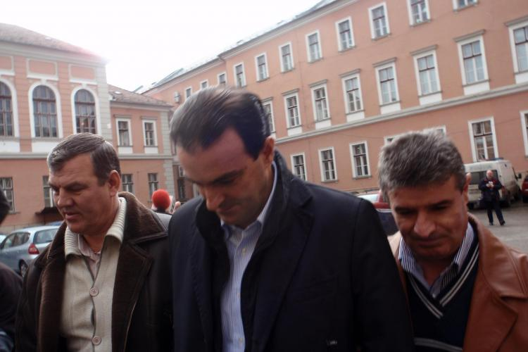 Procurorii DNA Cluj il umilesc pe Sorin Apostu, prezentand INTERCEPTARI cum isi comanda pepeni prin telefon