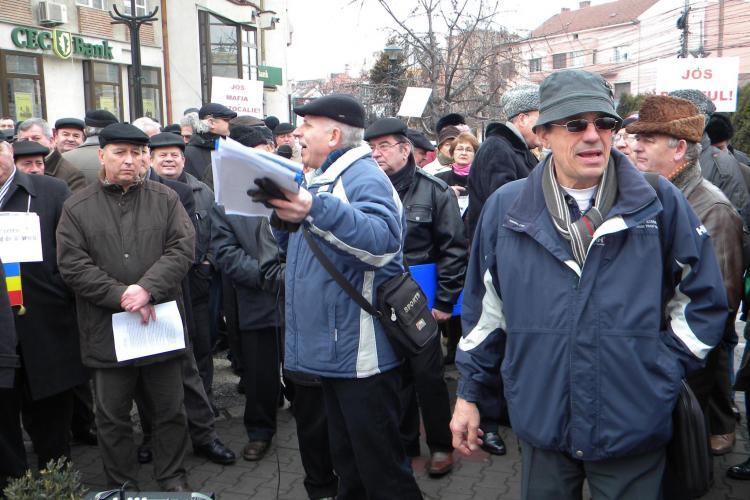 """Rezervistii din Cluj l-au batjocorit pe Basescu: """"Sa-l vedem cu floarea-n gura, lecuit de bautura"""" VIDEO"""