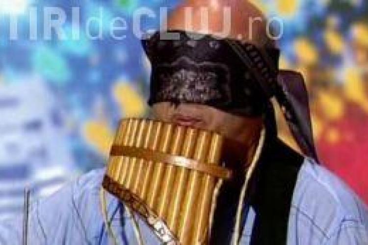 """Video INCREDIBIL la """"Romanii au talent""""! Barbatul orchestra, care canta legat la ochi"""