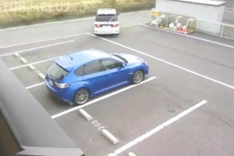 E cel mai prost sofer din lume? In parcarea goala, doua masini se ciocnesc VIDEO