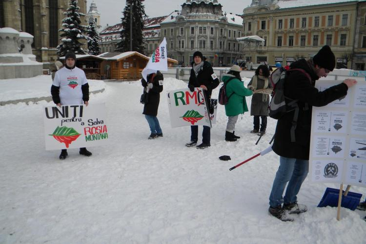 """Protest in Piata Unirii: Salvati Rosia Montana! """"Vor face un lac de cianuri de trei ori mai mare decat lacul Tarnita"""" VIDEO si FOTO"""