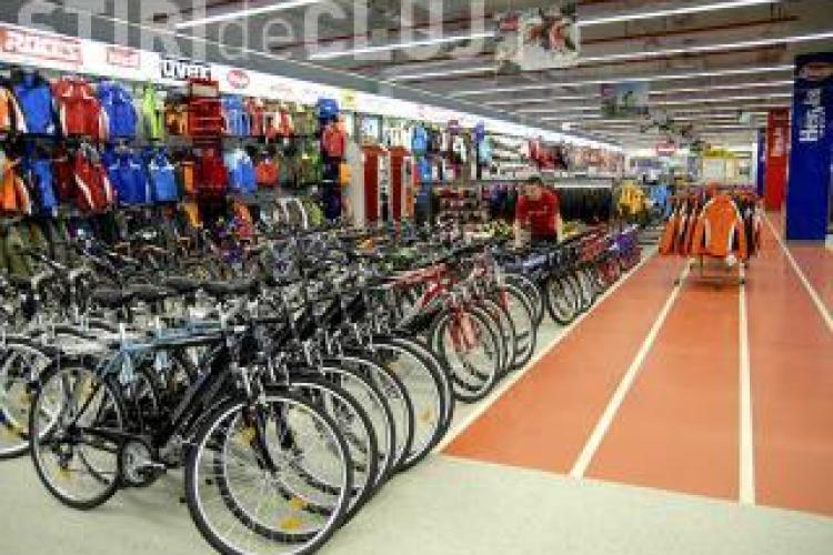 Magazinul Hervis Sports, din Polus Center, amendat pentru practici comerciale incorecte