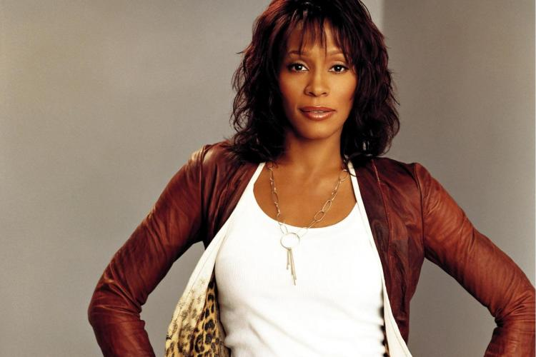 Whitney Houston a murit!