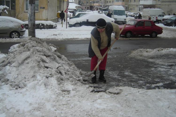 529 de clujeni, amendati pentru ca nu si-au curatat gheata si zapada din fata blocurilor