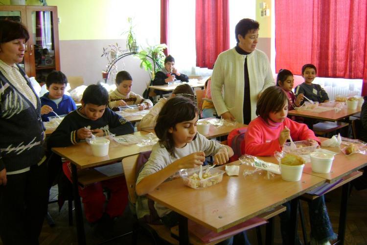 """Proiectul european """"Impreuna vom reusi"""" lupta impotriva abandonului scolar in judetele Iasi si Cluj"""