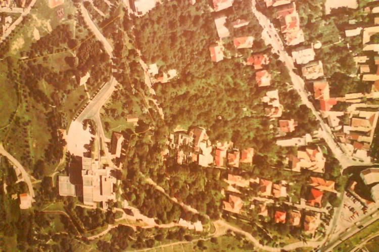 Dealul Cetatuia din Cluj-Napoca trebuie reabilitat pentru ca o ia la vale