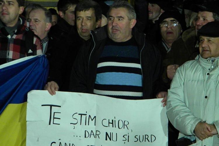 Tinerii din PDL Cluj acuza: USL Cluj confisca protestele din Piata Unirii si profita de nemultumirile oamenilor