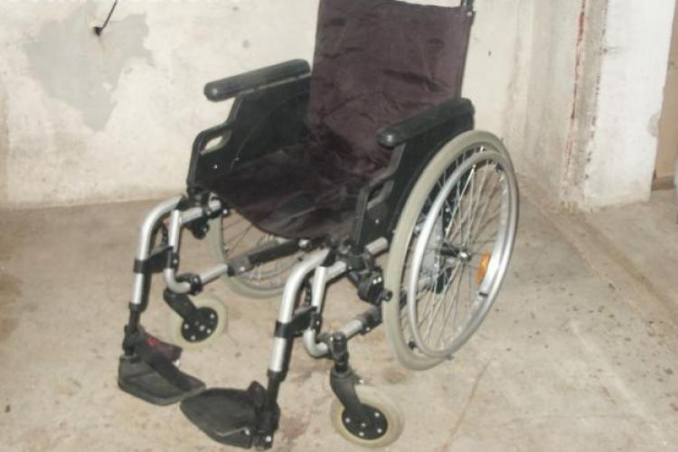 Un hot a furat un carucior pentru persoane cu handicap