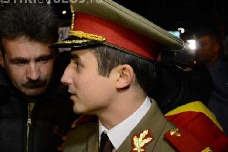 Locotenentul Alexandru Gheorghe, in uniforma la protestul din Piata Unirii de vineri seara EXCLUSIV