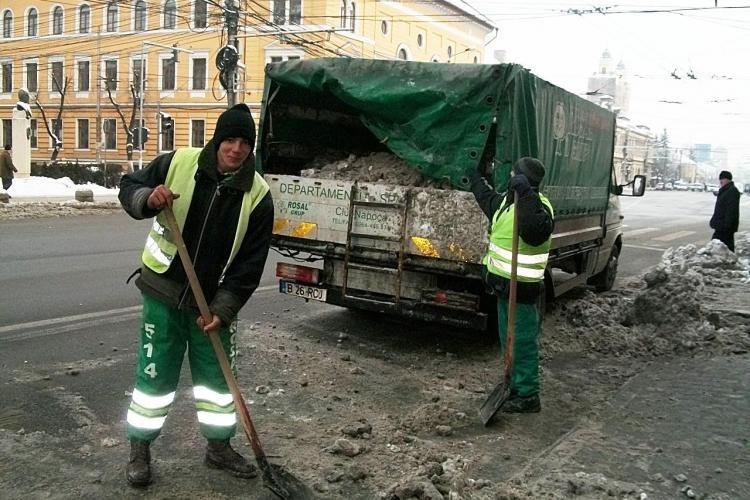 In Cluj-Napoca se circula fara probleme. Muncitorii deszapezesc drumurile de azi dimineata de la ora 06:00 FOTO