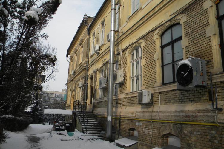 S-a prabusit tavanul unui spital din Cluj-Napoca Galerie FOTO