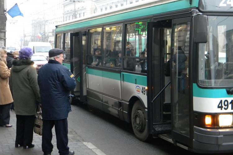 Autobuz pe strada Mehedinti din Manastur, dupa schimbarea sensurilor de circulatie