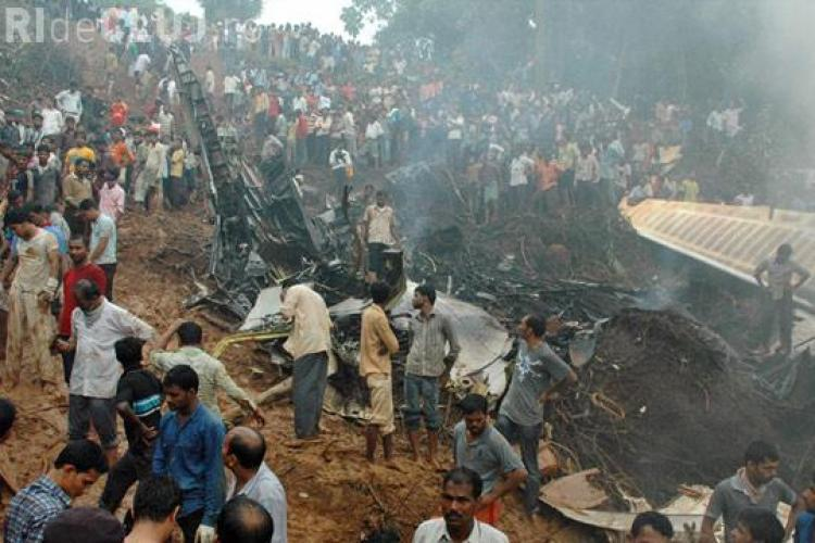 Accident aviatic tragic ! Peste 150 de morti in urma prabusirii unui avion al Air India