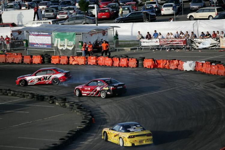 """600 de anvelope vor exploda in acest weekend la Campionatul European de Drift """"King of Europe"""", in parcarea de la Polus Center"""