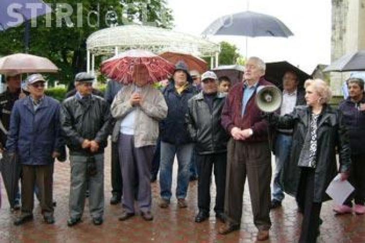 Pensionarii au protestat la Turda si au citit o proclamatie